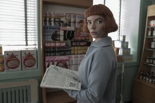 """Кадр из сериала """"Ход королевы"""""""