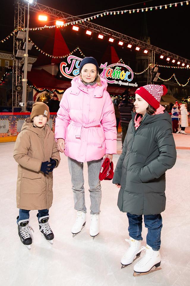 Надежда Михалкова с сыном Иваном и дочерью Ниной