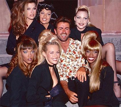 Шана Задрик, Линда Евангелиста, Надя Ауэрман, Тайра Бэнкс, Эстель Лефебур и Беверли Пил с Джорджем Майклом на съемках в 1992 году