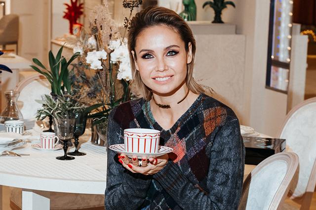 Ляйсан Утяшева, Светлана Устинова, Полина Киценко, Полина Аскери на чаепитии в бутике Dior